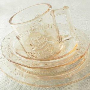 画像1: ハンプティ・ダンプティ等マザーグース・ピンクガラスのチャイルド用食器セット