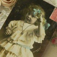 フランス、アンティークカード (水色リボンの少女)