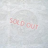 白刺繍とポアンド・ヴェニーズのクッションカバー