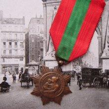 他の写真3: フレンチ・メダル 赤と緑のリボン付 (C)