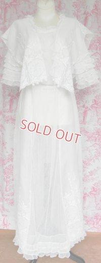 刺繍とフリルのエドワディアン・ドレス