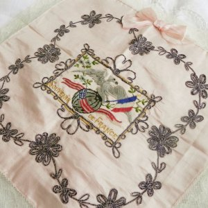紺糸に銀糸カラーのコード刺繍が素敵です。