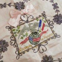 フレンチシルクと手刺繍の飾りハンキー
