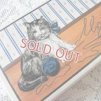 フランス、青い毛糸玉と猫ちゃんの紙箱