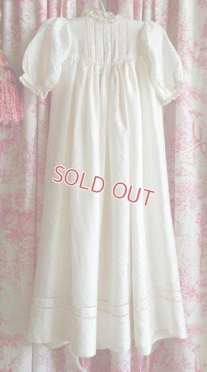 画像1: 手刺繍入り、シルクのベビードレス