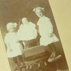 画像2: ヴィクトリアン、3人姉妹のセピアカラーフォト
