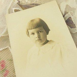 画像2: 少女のポートレートフォト・カード(写真)