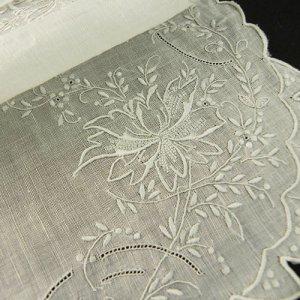 画像2: ヴィンテージ、ホワイトワーク(白刺繍)ハンキー2枚組