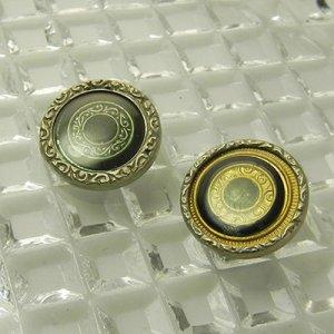 画像2: 細かなモチーフにセルロイドカバーのボタン2個
