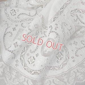 画像1: 白刺繍とカットワークのリネン・ドイリー 直径65cm