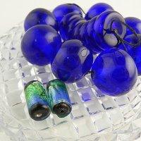 瑠璃色の大きなガラス玉ビーズとフォイルガラスビーズのセット