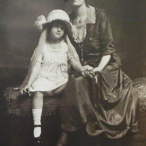画像2: 美しい衣装の母娘のポートレートフォト