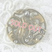 カットスティール飾りのアールヌーボー・ボタン