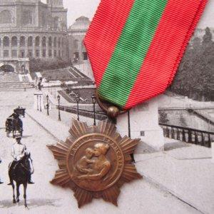 画像2: フレンチ・メダル 赤と緑のリボン付 (C)