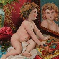 鏡を見つめるチャイルド トレードカード